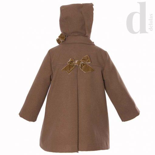abrigo-camel-capota-blanca-valiente-invierno